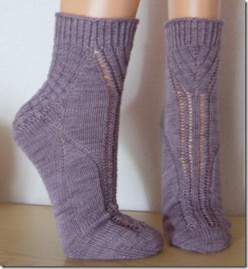 2011_05 Socken Thanks in lila (1) (738x800)
