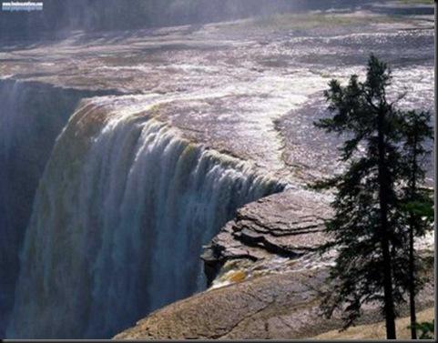 ELTALLERDELABRUJAMAR_Alexandra Falls,  Canada