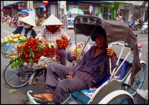 Saigon Street Cyclo http://global-citizen-01.blogspot.com