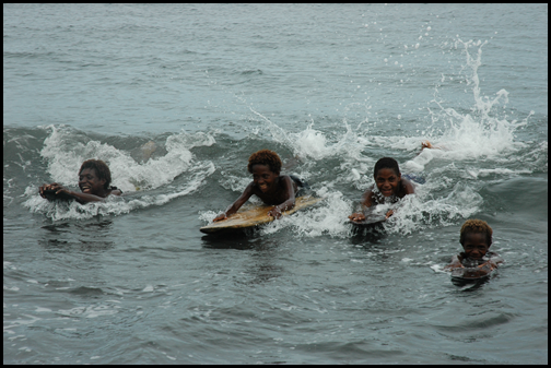 Watam Kids body surfing