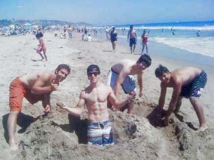 @DavidHenrie David-henrie-beach-thumb-437x327
