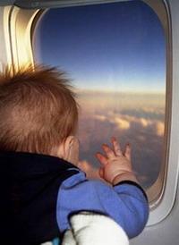 Anak kecil dalam pesawat terbang