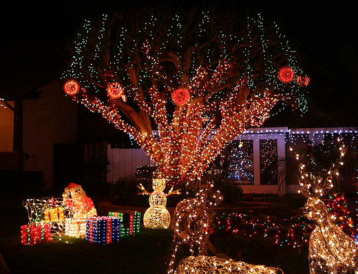 flashback post from december of 2010. - Best Christmas Displays In The OC: Birch Street In Brea - Popsicle Blog
