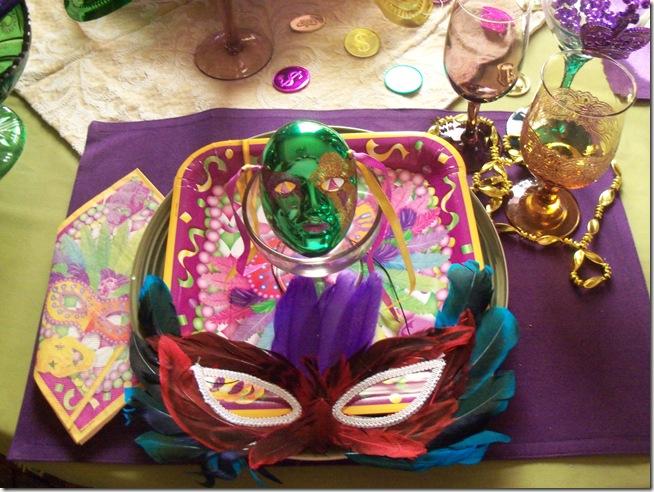 Mardi Gras tablescape 005