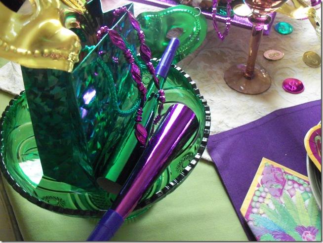 Mardi Gras tablescape 007