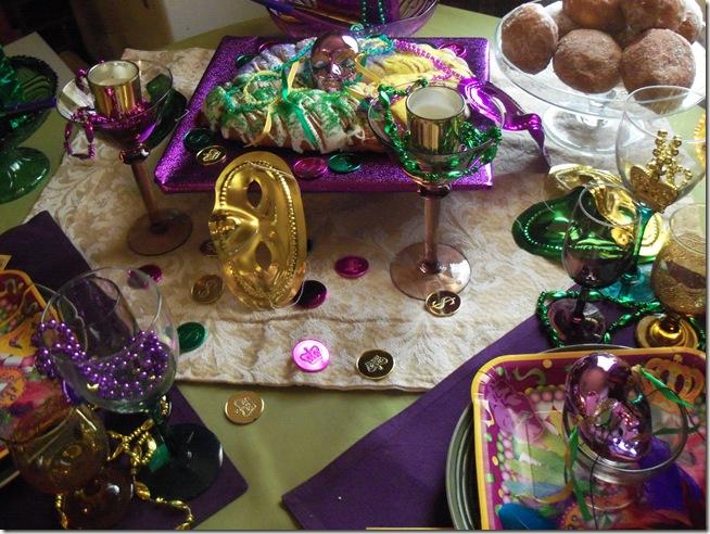 Mardi Gras tablescape 023