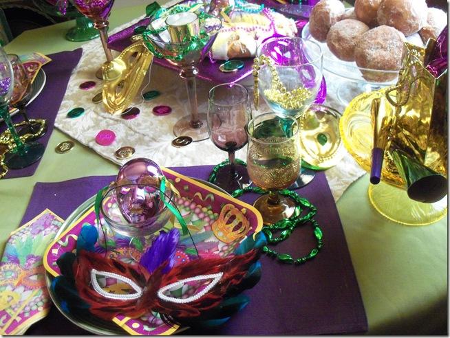 Mardi Gras tablescape 024