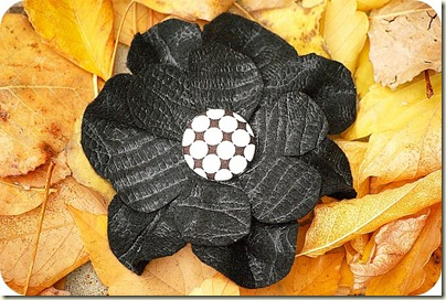 black_flower_leaves
