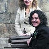 Mitxel Atrio /15-02-2011/ Bilbao. Maria Eugenia Ramos y Yolanda Muñoz, mediadoras en conflictos familiares y vecinales.