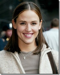 jennifer-garner-wearing-cross