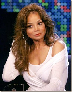 la_toya_jackson_thinks_michael_was_murdered_main_11040