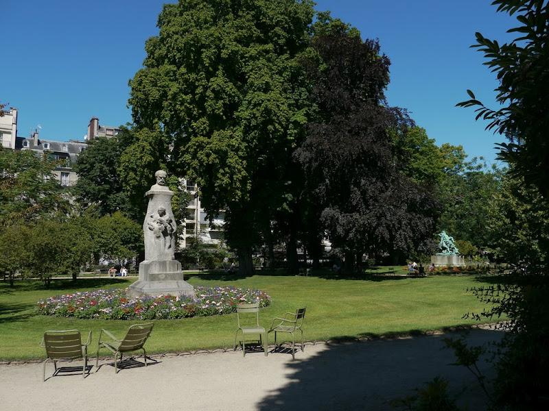 Paris: Jardins - Facades P1000520