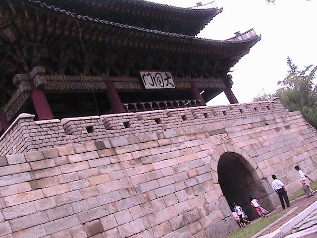 Fotos de las Crónicas de Un Viaje a Corea Puerta%20Taedong