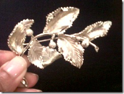 Silver leaves pin