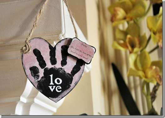 Heart Hand Mantel 2_thumb[3]
