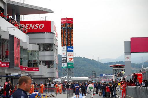 F1 'porn': inside the Honda Racing F1 garage-Fuji 2008 - Honda-Tech
