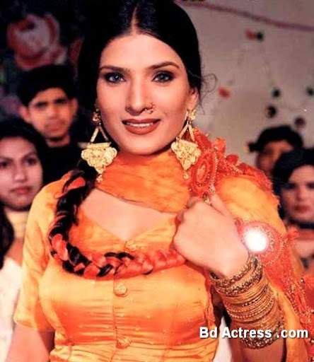 Pakistani Actress Resham Photo-02