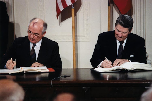 Reagan_and_Gorbachev_signing.jpg