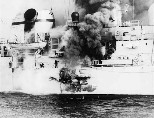 Guerre des Malouines Avril - Juin 1982 HMS+SHEFFIELD.%5B7%5D+