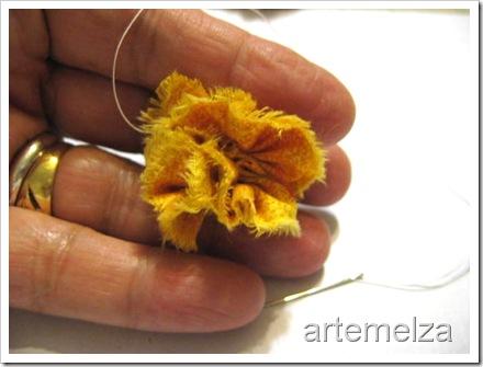 artemelza - flor com 4 fuxicos