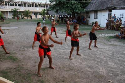 Le haka: une danse guerrière... et parfois coquine = fous rires généraux!!!!