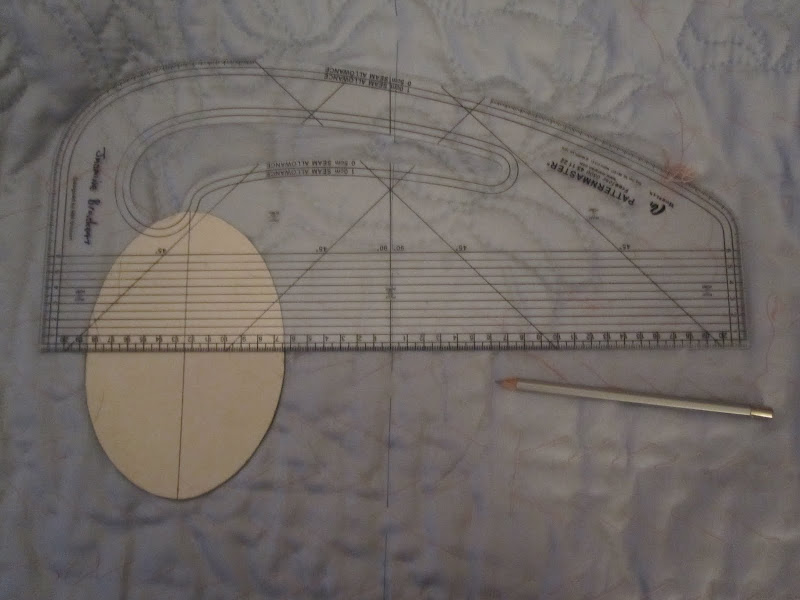 Marking out the ovals using patternmaster, card template and silver quilters pencil