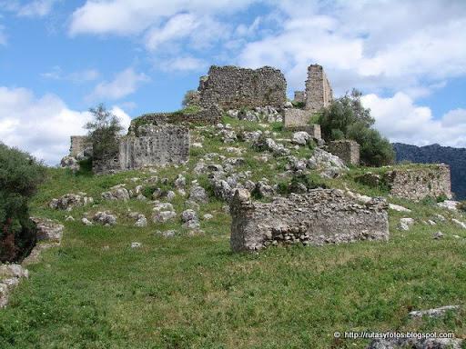 http://prehistoriadelsur.blogspot.com.es/2013/12/castillo-de-aznalmara.html