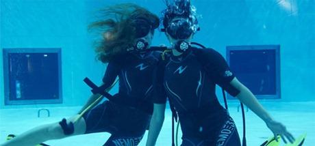 divers pool 2 - اثنان من الغواصين