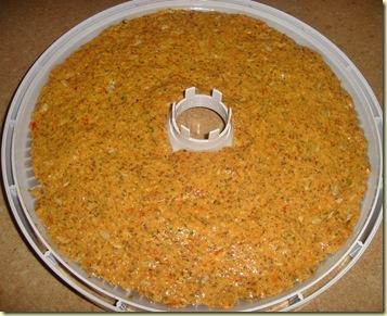 Raw cracker ennen kuivatusta