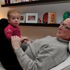 Far hygger med lille Sofia.