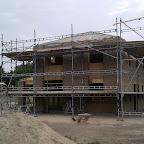 Det færdig murede hus. Nu må vi bare glæde os til stilladset er væk, så vi rigtig kan se det!