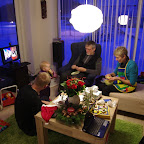 Julehygge og forberedelser til maden mens der er disney juleshow