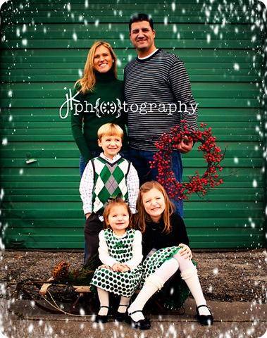 family-8520 with snow weblogocolor