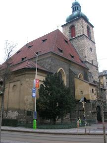 004 - Iglesia junto a la torre Jindrisska.JPG