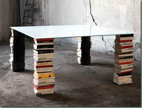 mesa_libreria_pila_libros