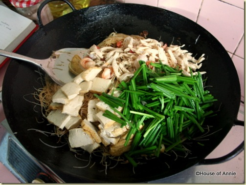 tom yam fried bee hoon in wok