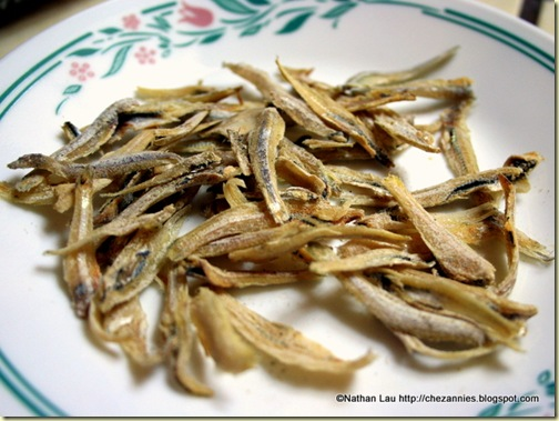 ikan bilis (dried anchovies)