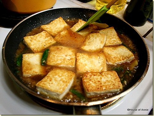 Add Fried Tofu to Wine Sauce