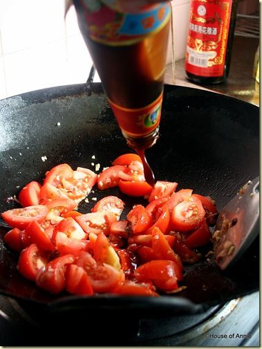 addin oyster sauce to tomatoes