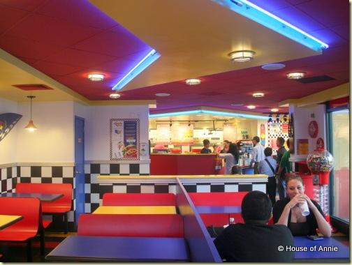 Teddy's Bigger Burgers Beretania Interior