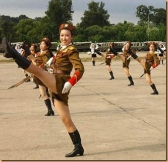 north-korean-army-babes-320x309