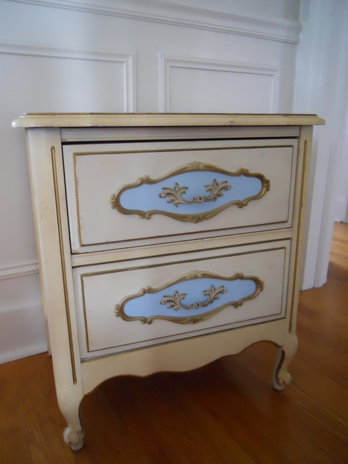 decorating addiction shabby chic nightstand. Black Bedroom Furniture Sets. Home Design Ideas