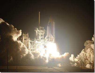 Lançamento do STS-131 (Foto: Gary I. Rothstein / EFE)