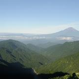 丹沢山形ごしに望む富士山。富士山ばっかり・・・。