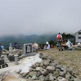 塔ノ岳に戻ってきました。もう体力は限界。午前と違ってすっかりガスの中。