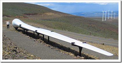 Wild Horse Wind Farm: turbine blade (129 feet long)