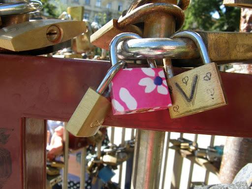 blog, Budapest, Erzsébet tér, Magyarország, lakat, lakatok, lock, padlocks, szerelem, turista, turistalátványosság, V. kerület,   Belváros turistalátványosság, lakat, padlocks,  lock, Budapest,  turista, blog, szerelem