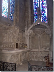 2010.08.20-015 mausolée de Robert d'Acquigny dans l'église Notre-Dame