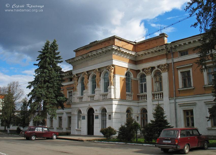 палац в Микулинцях