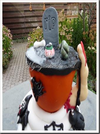 halloween taart deel 7 011